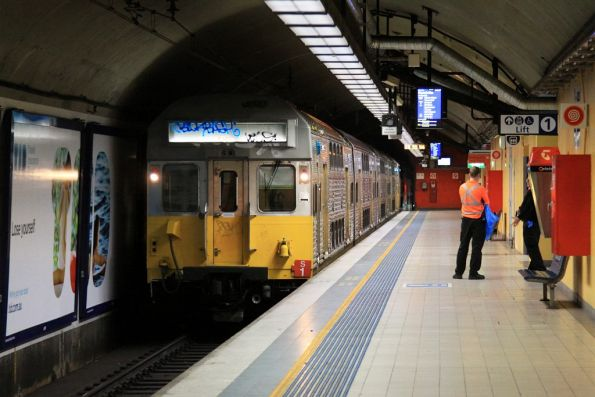 Set S1 arrives into Bondi Junction to terminate