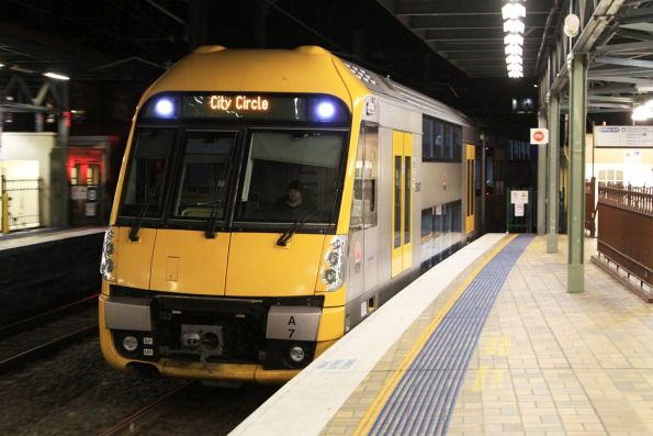 Waratah set A7 arrives into Central