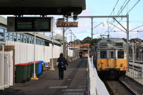 Awaiting departure from Cronulla with set S20