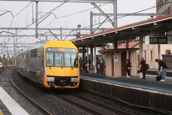 Waratah set A9 arrives into Redfern
