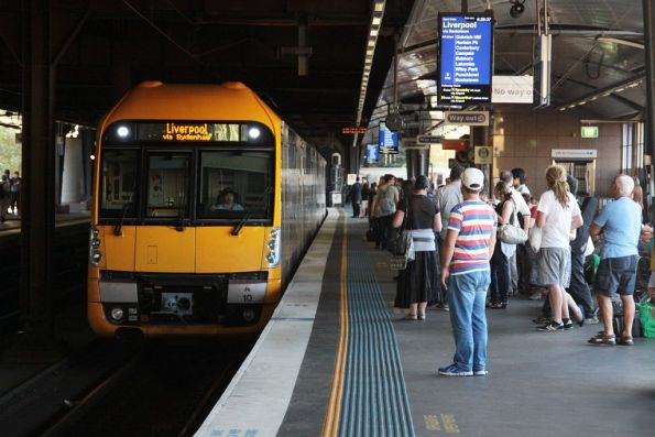 Waratah set A10 arrives into Circular Quay station on the City Outer