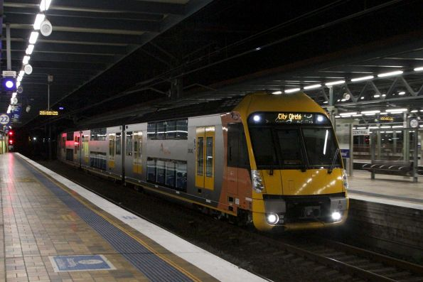 Waratah set A42 arrives into Central