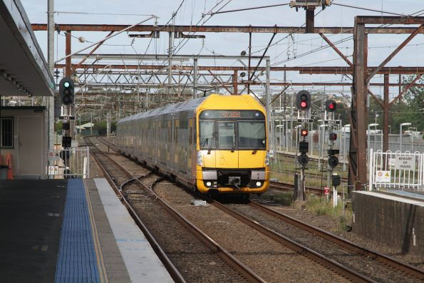 Waratah set A4 arrives into Campbelltown with an up service