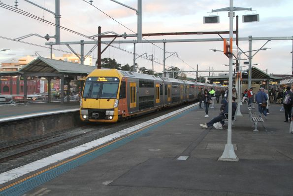 A62 passes through Auburn station with a down Penrith service