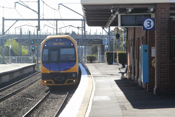 H4 runs express through Rooty Hill with a down Emu Plains service