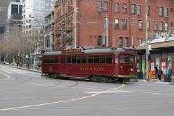 SW6.935 turns from Bourke into Spencer Street with the lunch service