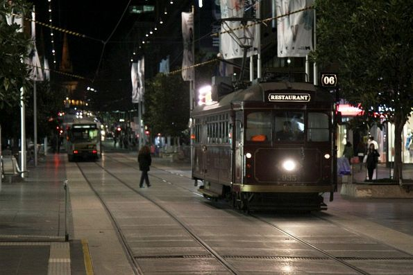 SW6.935 westbound in the Bourke Street Mall with the late dinner service
