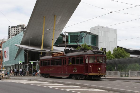 SW6.938 heads north past the Melbourne Exhibition Centre