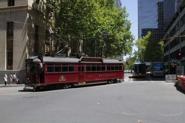 SW6.938 turns from Flinders Lane into Market Street
