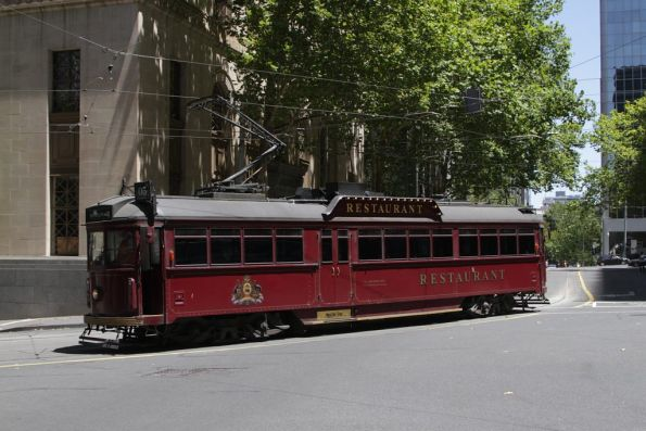 SW6.964 turns from Flinders Lane into Market Street