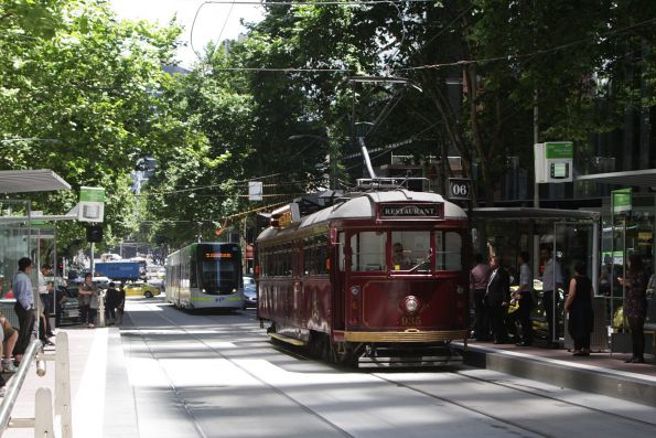 SW6.935 heads east at Bourke and William Street