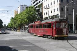 SW6.964 heads south at William and La Trobe Street