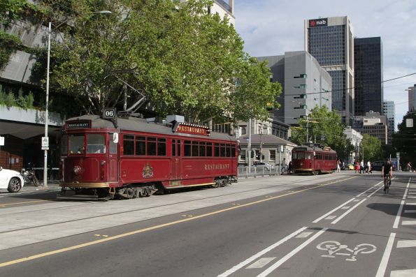 SW6.935 and SW6.938 wait to turn from William Street into La Trobe