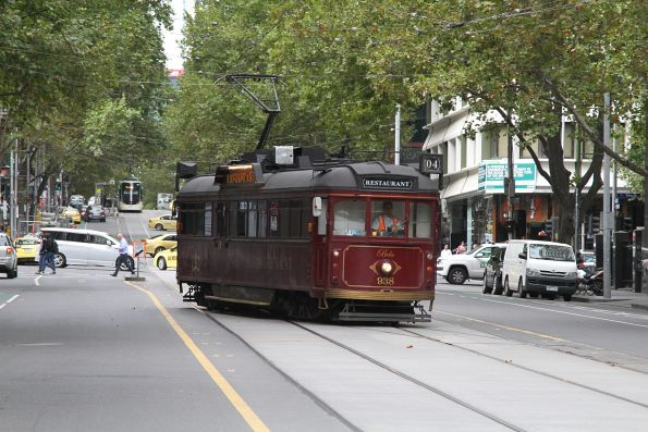 SW6.938 shunts through the King Street crossover on Bourke Street