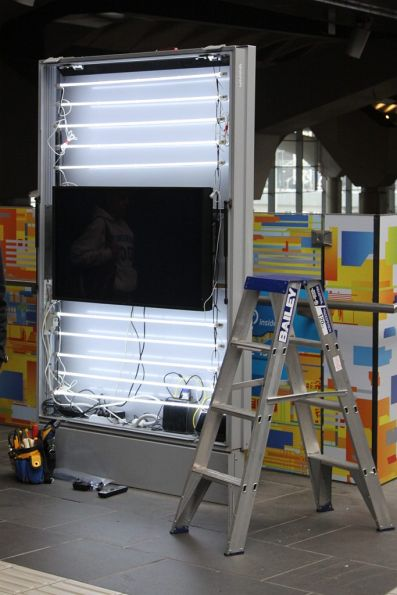 Installing a LCD screen inside an advertising display