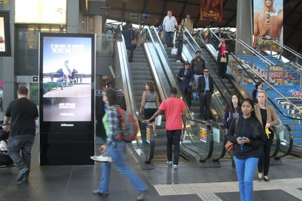 New JCDecaux LCD advertising screen at Southern Cross Station