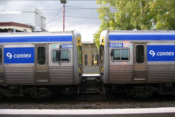 Alstom Comeng 595M and 606M on the down at Glenferrie
