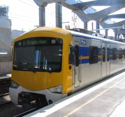 Siemens train 725M-2513T-726M with yellow fronts minus Connex logo, also missing a headlight cover