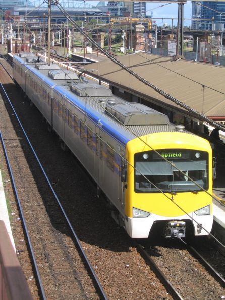 3-car Siemens 735M-2518T-736M at North Melbourne on a down Upfield service