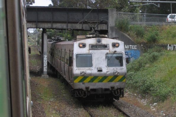 Two Hitachis passing at Syndal