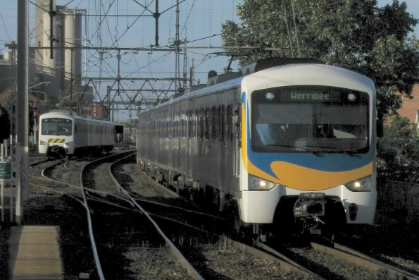 M>Train 'Wave' fronted Siemens arrives into Newport