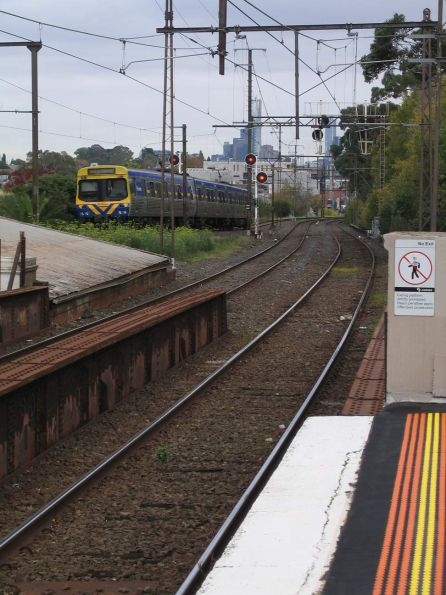 EDI Comeng on the 'wrong side' of the network - 443M-1072T-444M on the up at Glenferrie