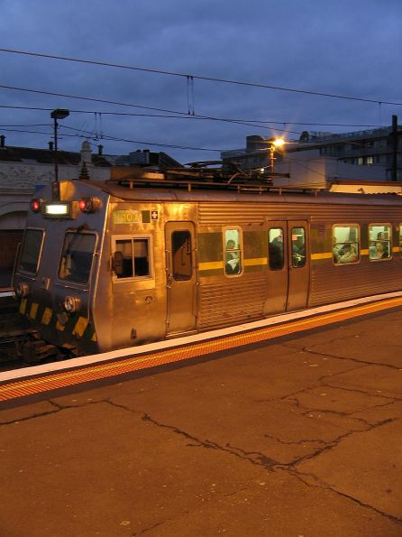 Hitachi 10M with pantograph down at Glenferrie