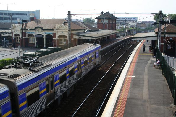 Comeng arrives into Footscray station