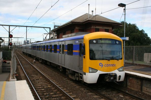 3-car Siemens train led by 738M forms a down Werribee service at South Kensington