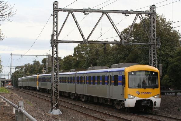 Siemens 723M leads an up service into Seddon
