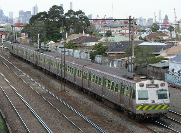 Hitachi 59M leads through Middle Footscray