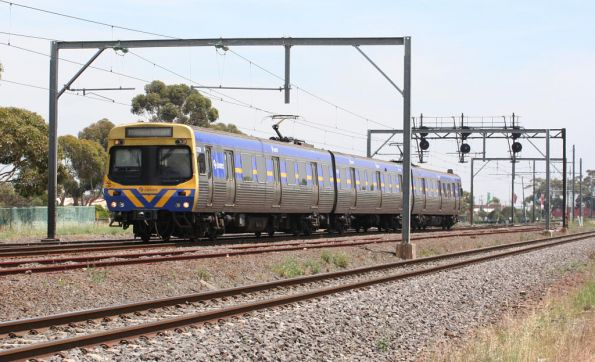 3-car EDI Comeng arrives into Laverton on the up