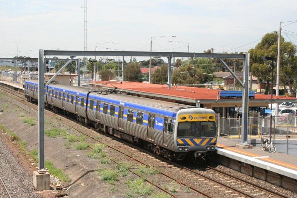 3-car Alstom Comeng stops for passengers on the up at Laverton