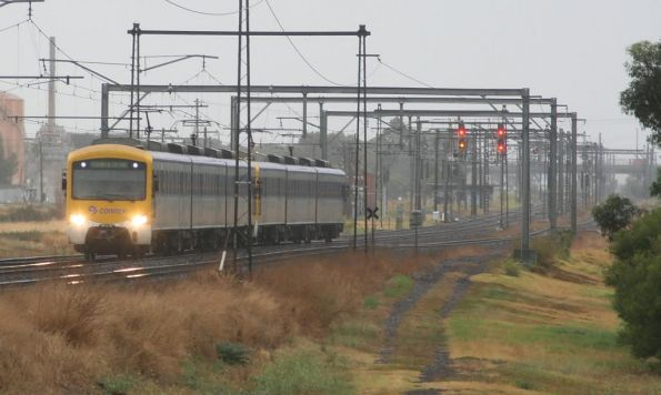 Siemens trains on an up Werribee service at Altona Junction