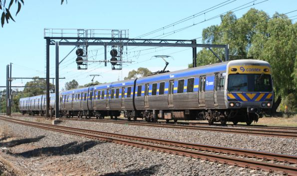All Alstom 6-car Comeng approaches Werribee on the down