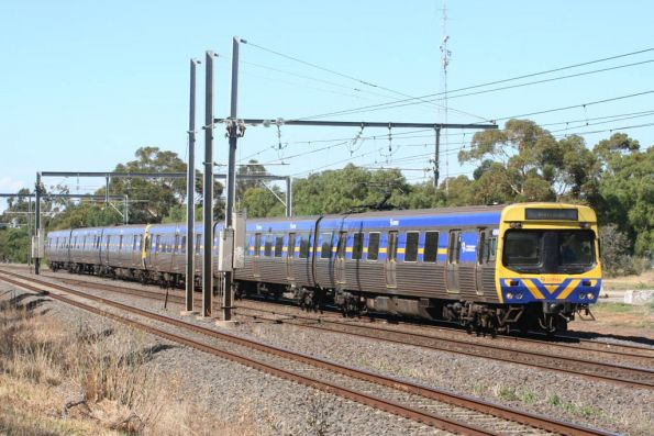 6 car EDI Comeng on the down at Werribee