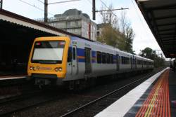 880M trails a 3-car X'Trapolis at Glenferrie