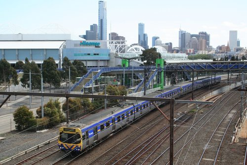 EDI Comeng departs the city at Richmond