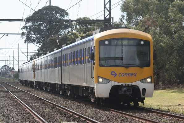 Siemens on a down Pakenham service at Huntingdale