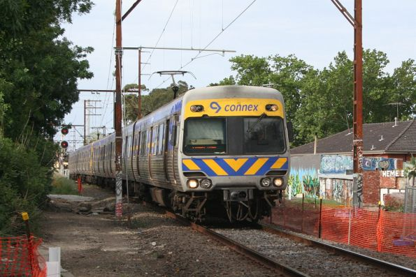Alstom Comeng leads an up Hurstbridge service along the single track Westgarth-Clifton Hill section