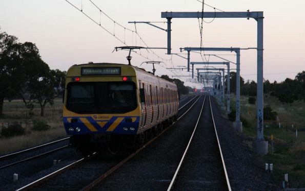 3-car EDI Comeng on an up Craigieburn service approaches Somerton