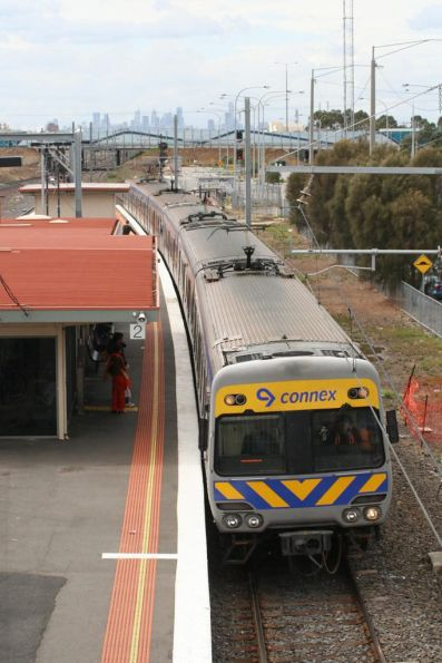 Alstom Comeng on the down arrives at Laverton