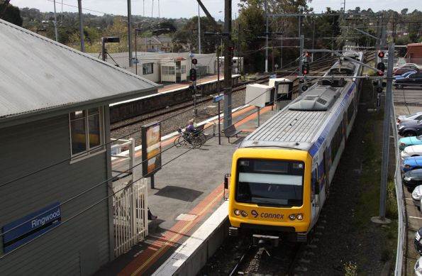 3-car X'Trapolis arrives into the back platform at Ringwood