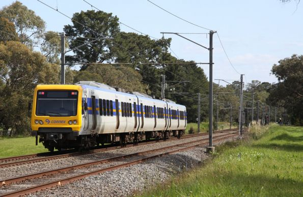 959M trails a 3-car X'Trapolis set departing Ringwood East