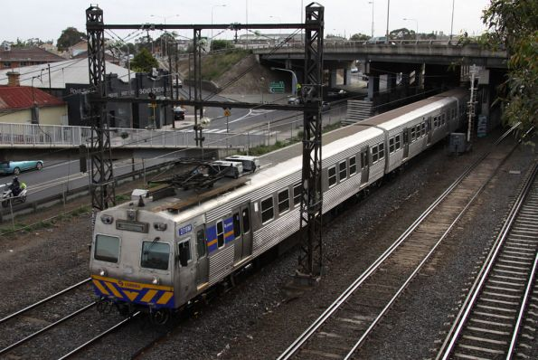 Hitachi 278M departs West Footscray on the up