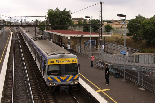 Alstom Comeng picks up passengers at West Footscray