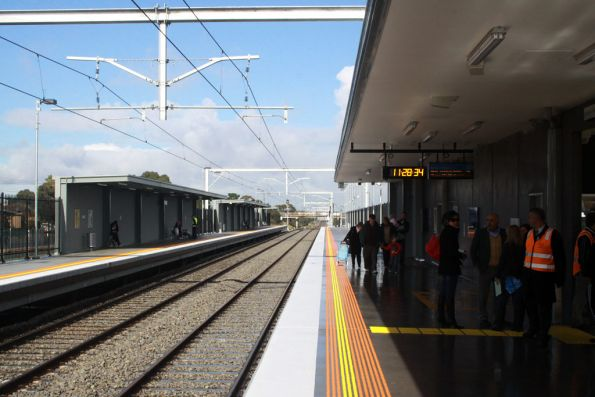 Looking up the platform from Coolaroo platform 2