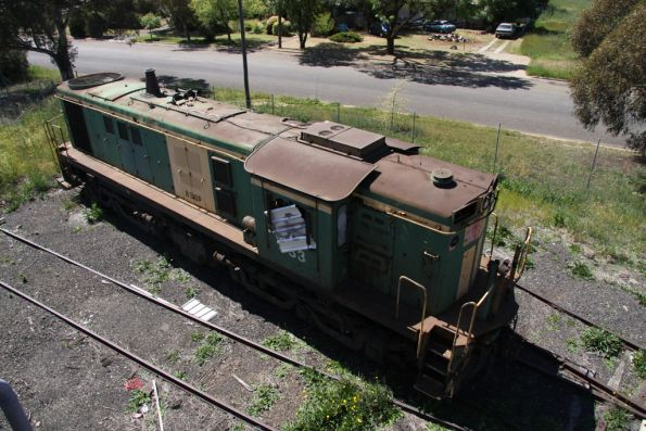 Derelict 833 beside the turntable at Cootamundra