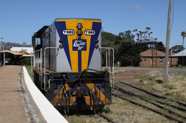 T385 at Cootamundra, preserved signal gantry in the background