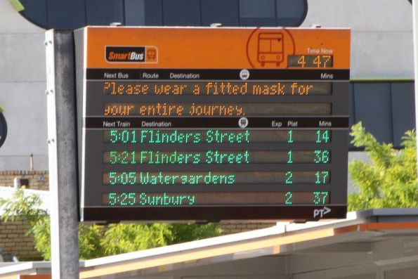 'Please wear a fitted mask for your entire journey' message on the SmartBus PIDS